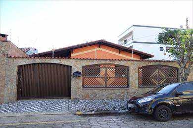 Casa em Mongaguá, no bairro Jardim Marina