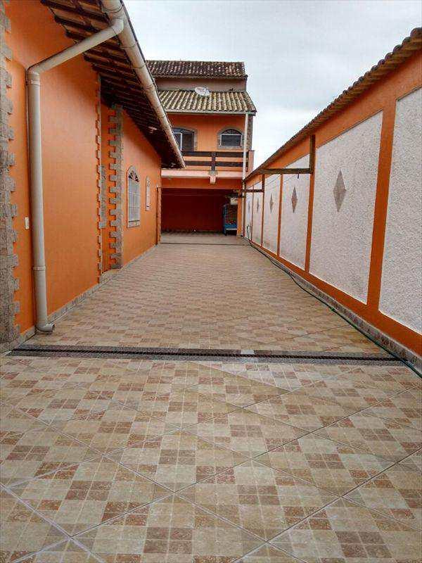 Casa em Mongaguá, no bairro Nossa Senhora de Fátima