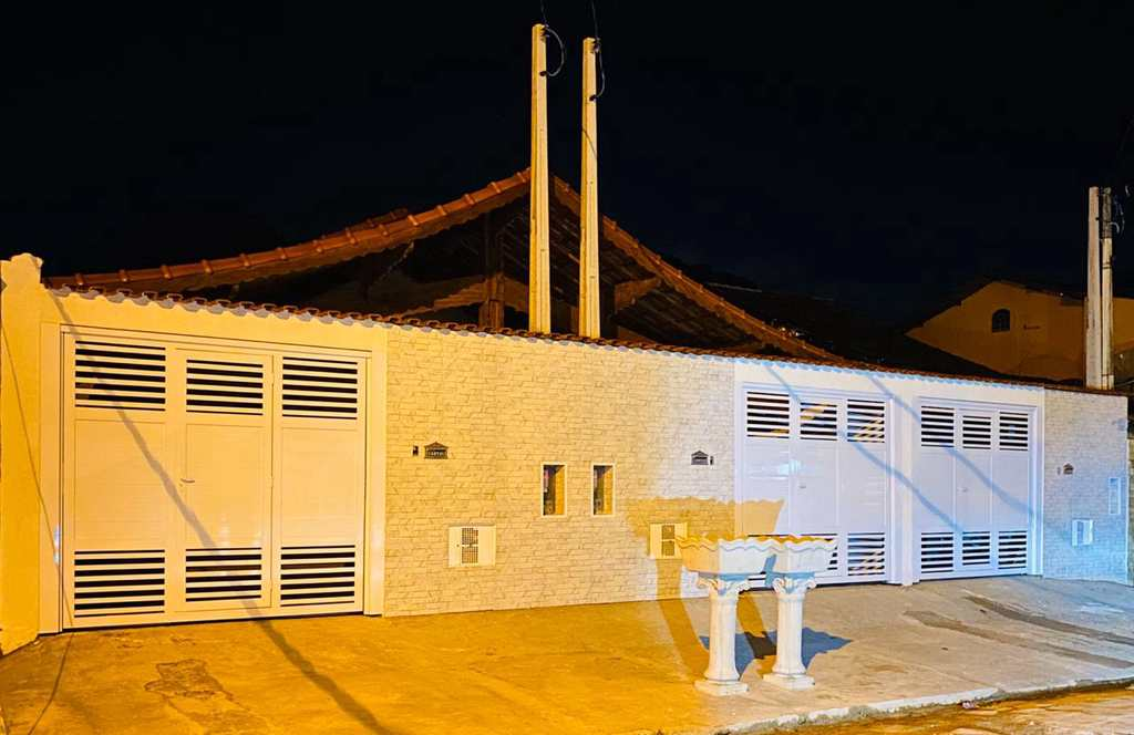 Casa em Mongaguá, no bairro Pedreira