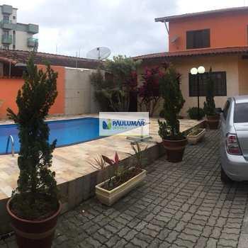 Sobrado em Mongaguá, bairro Balneário Itaguai