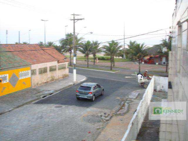 Kitnet em Praia Grande, bairro Maracanã