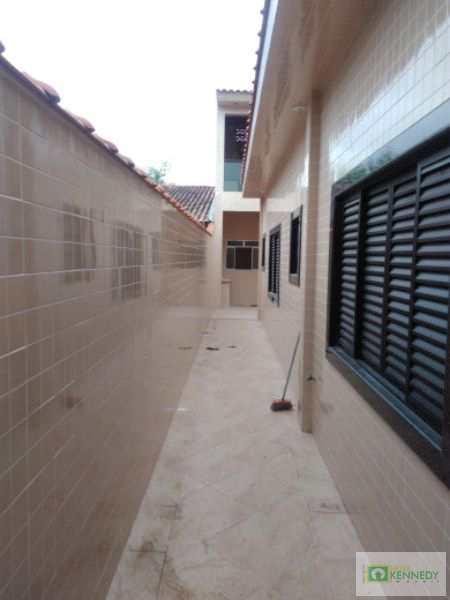Casa em Praia Grande, no bairro Anhanguera