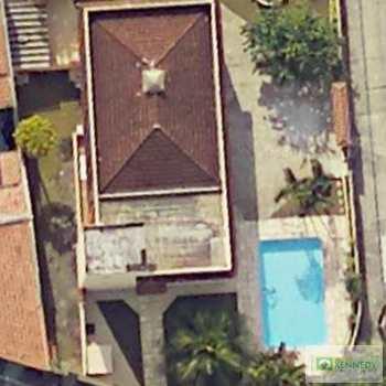 Casa em Guarujá, bairro Jardim Virgínia