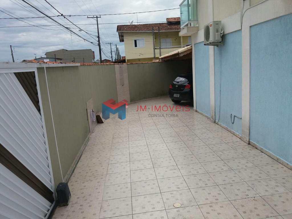 Sobrado em Praia Grande, bairro Esmeralda