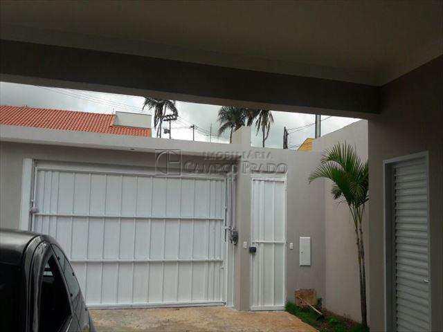 Casa em Jaú, no bairro Vila Santa Terezinha