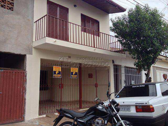 Casa em Jaú, no bairro Jardim Vila Maria