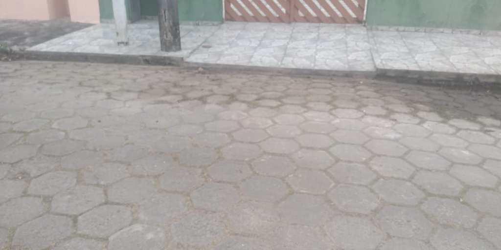 Casa em Itanhaém, no bairro Balneário Paranapuan