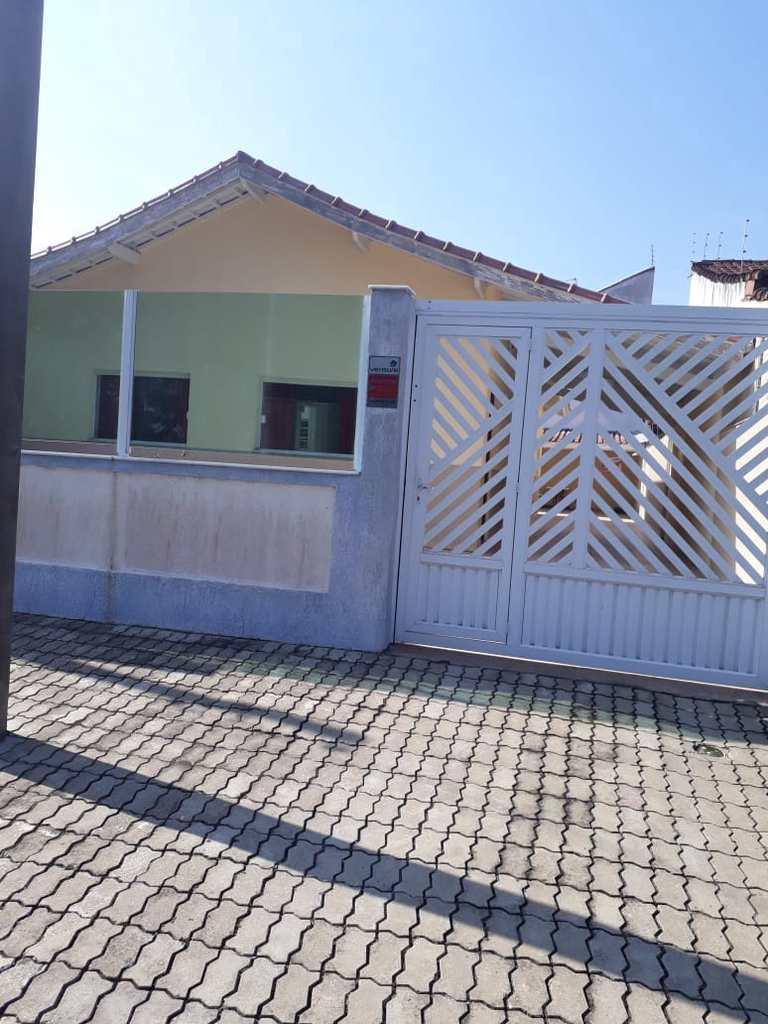 Casa em Peruíbe, no bairro Jardim Márcia