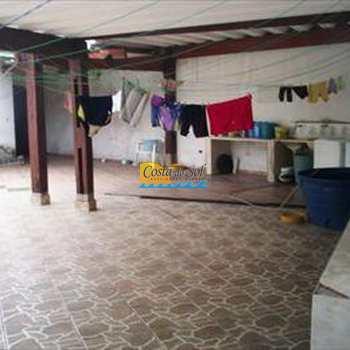 Casa em Praia Grande, bairro Boqueirão