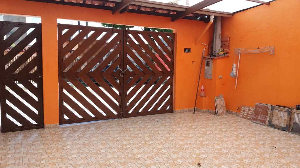 Sobrado em Mongaguá, no bairro Jardim Santana