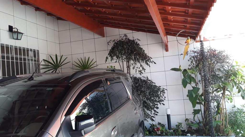 Sobrado em Mongaguá, no bairro Balneário Regina Maria
