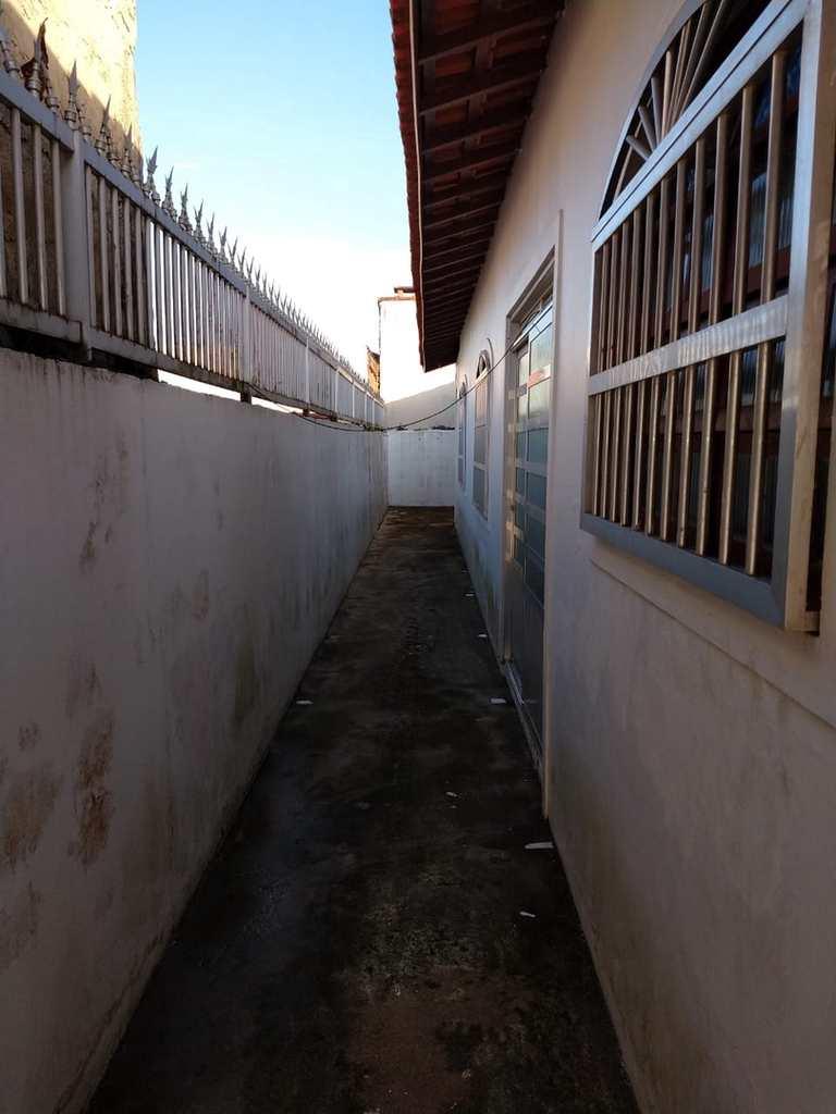 Casa em Mongaguá, no bairro Parque Marinho