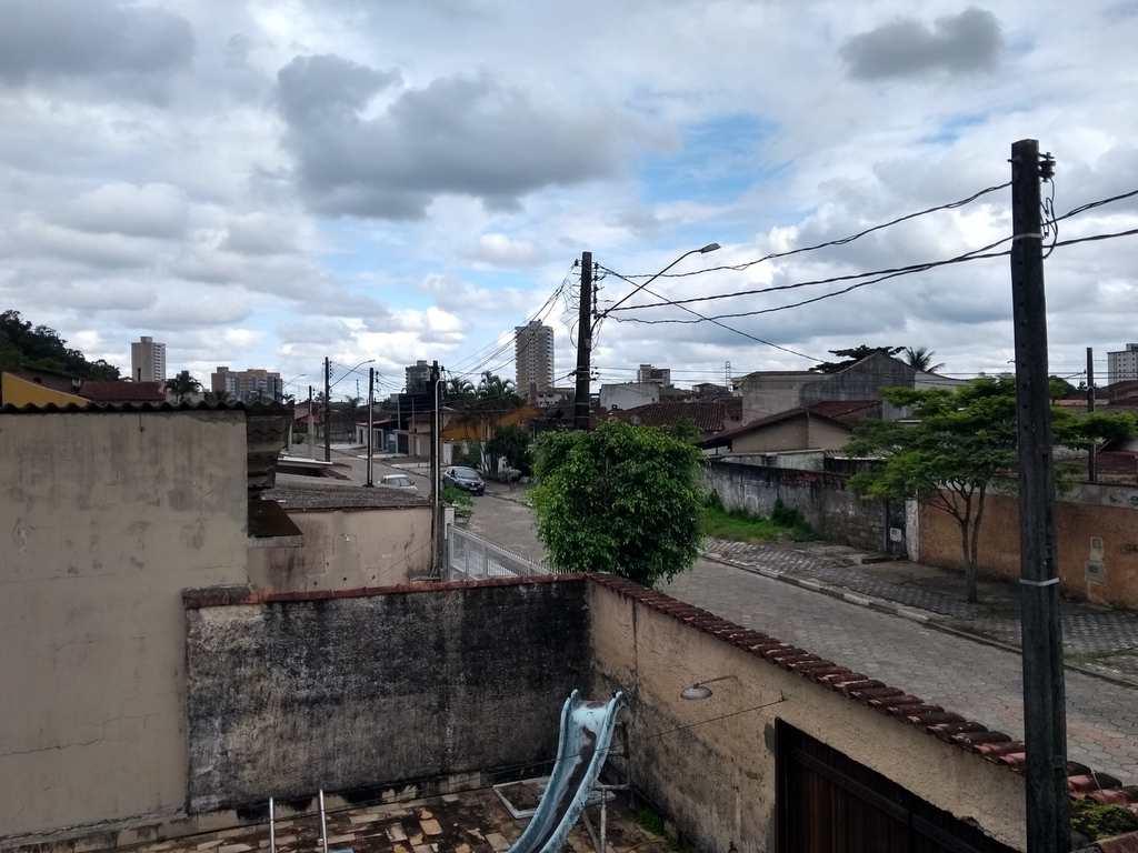 Sobrado em Mongaguá, no bairro Jardim Aguapeu