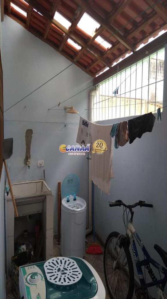 Sobrado em Mongaguá, no bairro Balneário Itaguai