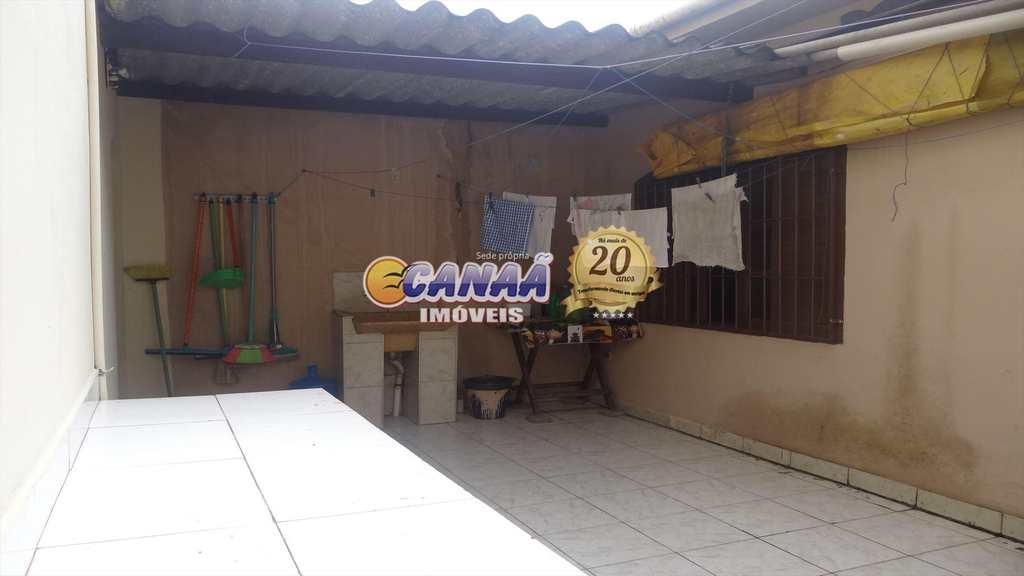 Sobrado em Mongaguá, no bairro Balneário Plataforma