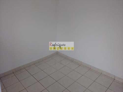 Apartamento, código 2675 em São Vicente, bairro Vila Valença