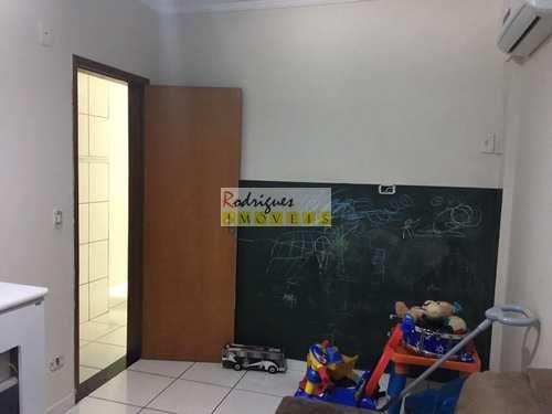 Apartamento, código 2881 em São Vicente, bairro Vila Valença
