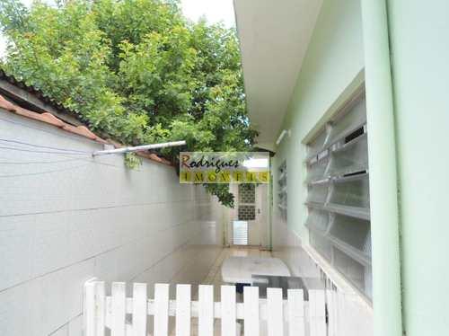 Casa, código 3042 em São Vicente, bairro Vila São Jorge