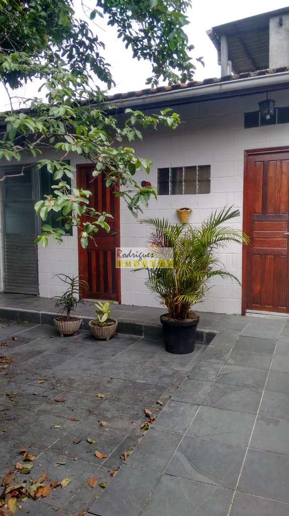 Casa em São Vicente, no bairro Vila Cascatinha