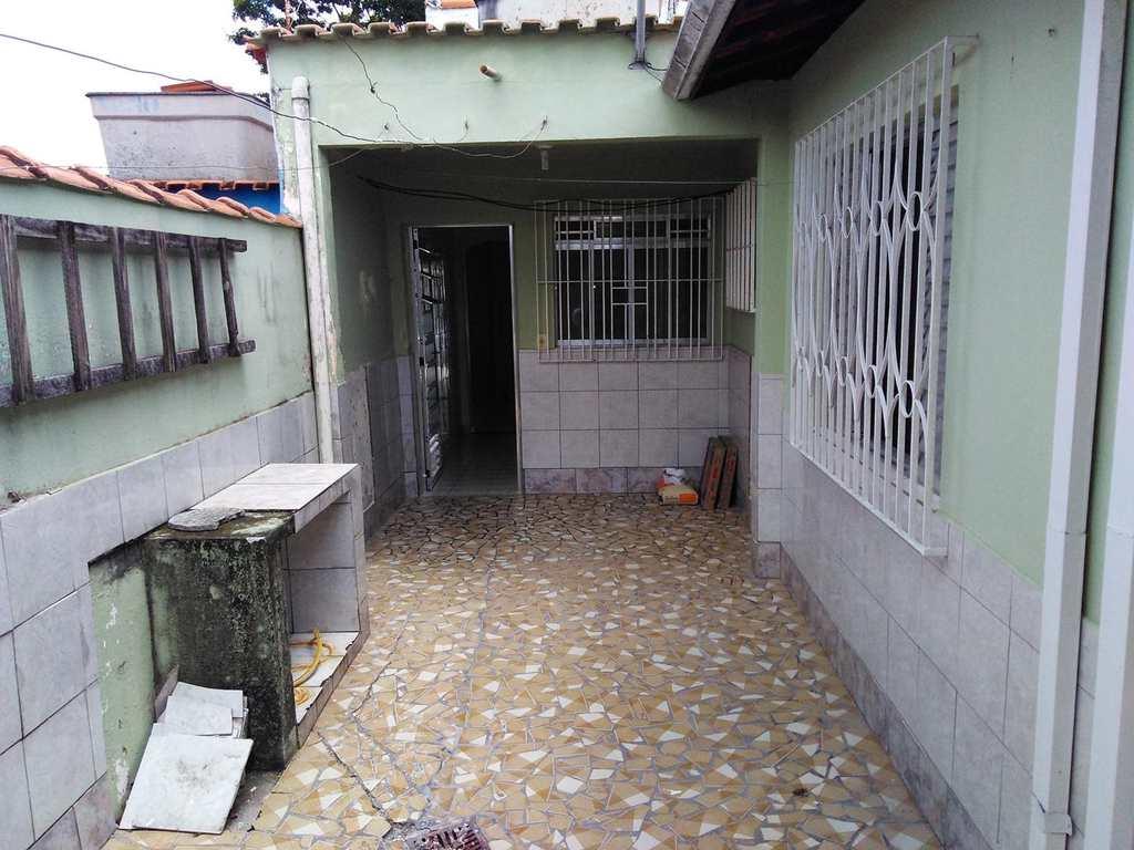 Casa em Mogi das Cruzes, bairro Conjunto Habitacional Antônio Bovolenta