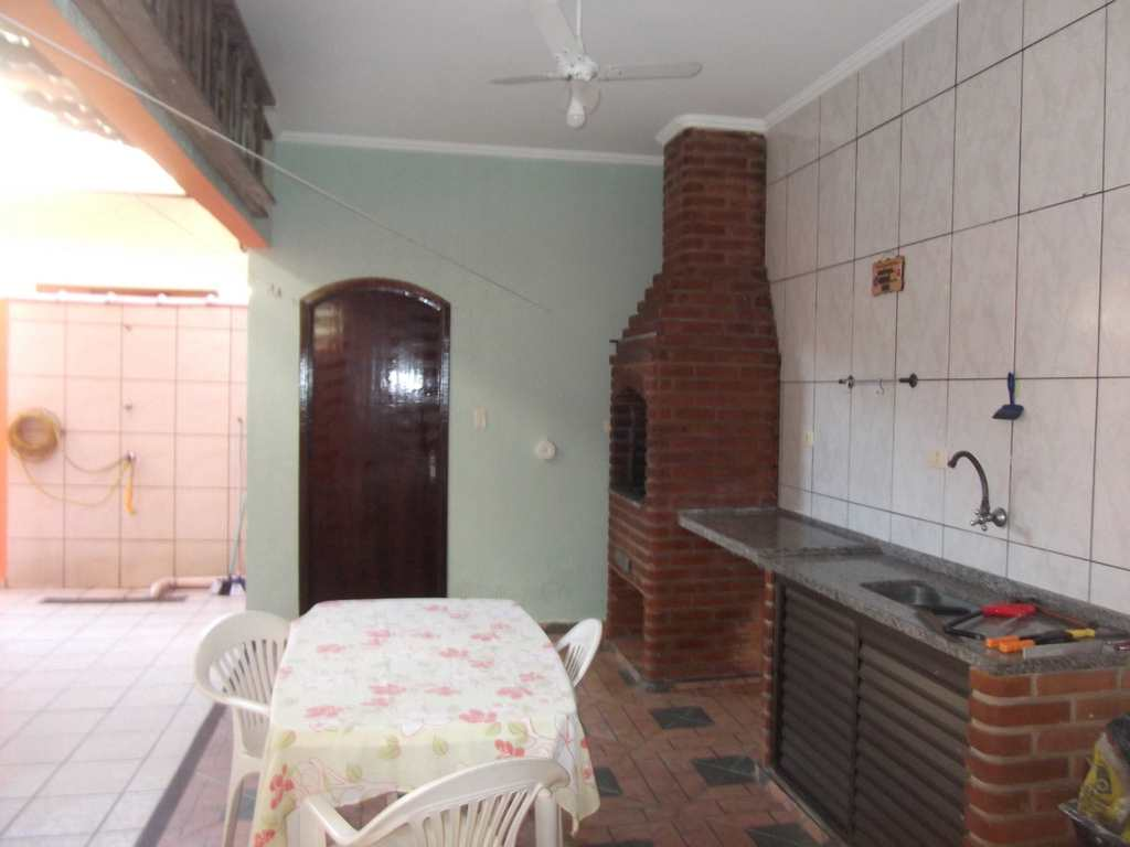 Sobrado em Cubatão, no bairro Jardim Casqueiro