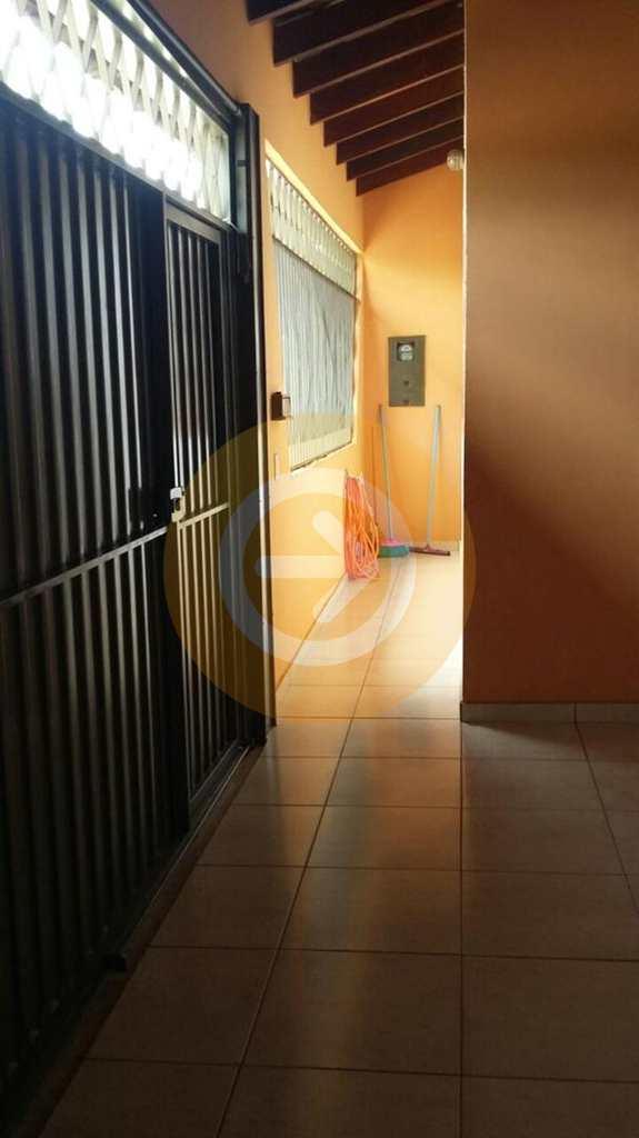 Casa em Bauru, bairro Conjunto Habitacional Isaura Pitta