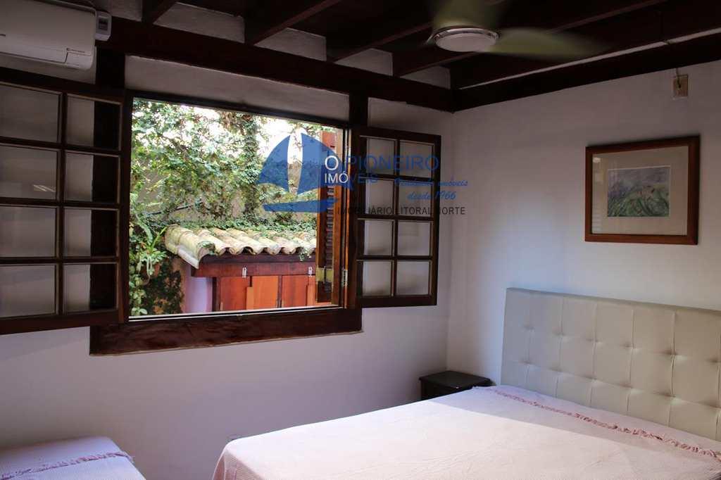 Casa em São Sebastião, bairro Camburi
