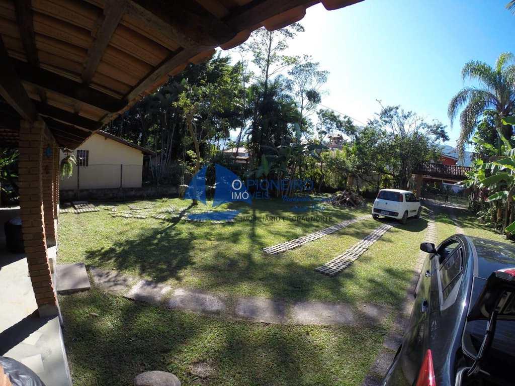 Casa em São Sebastião, bairro Sertão do Camburi