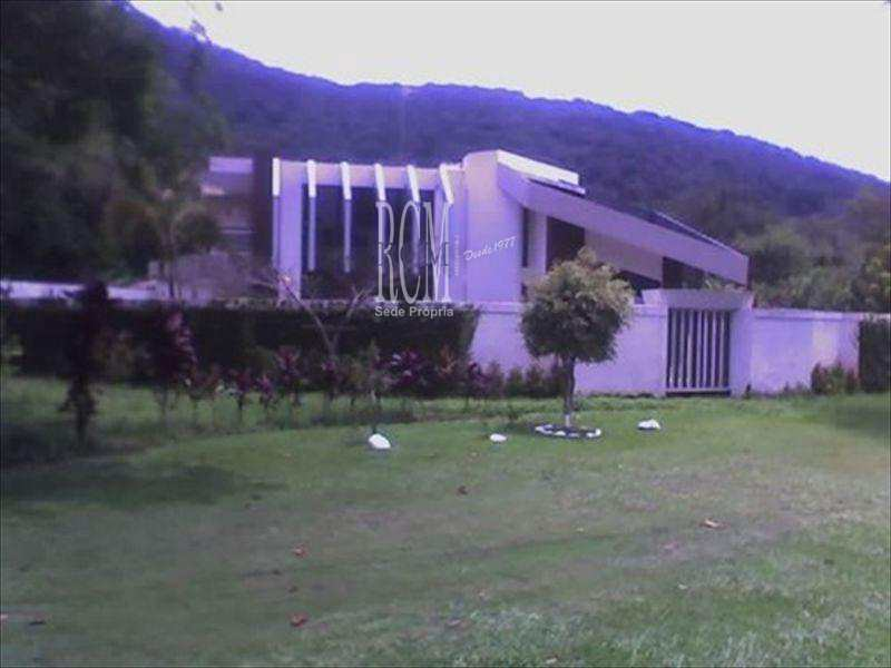 Sobrado em Ubatuba, no bairro Toninhas