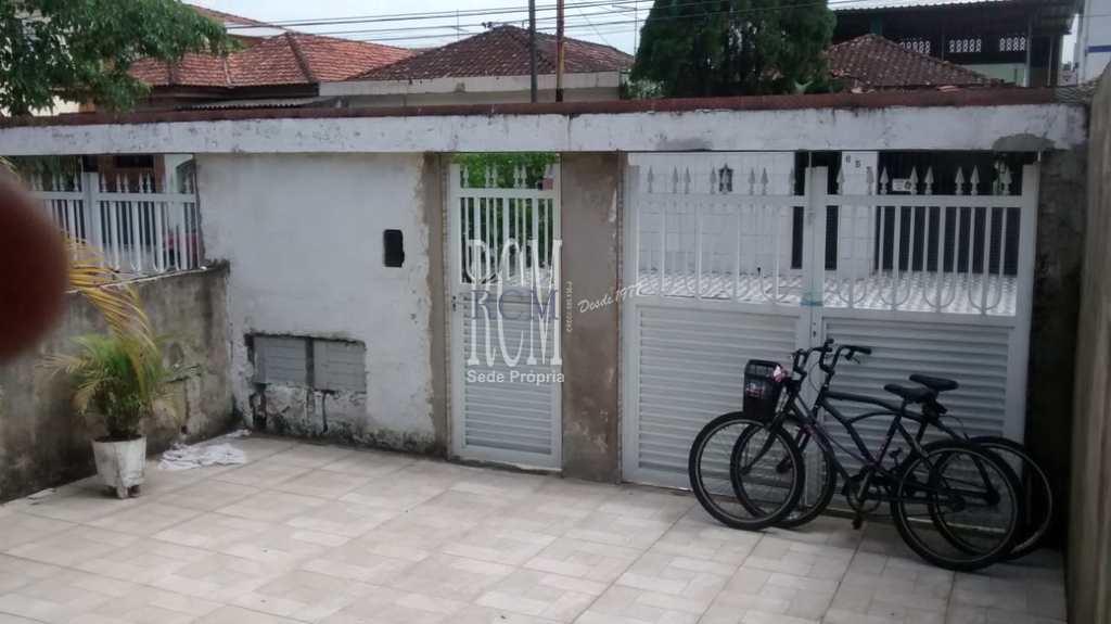 Casa em São Vicente, no bairro Vila São Jorge