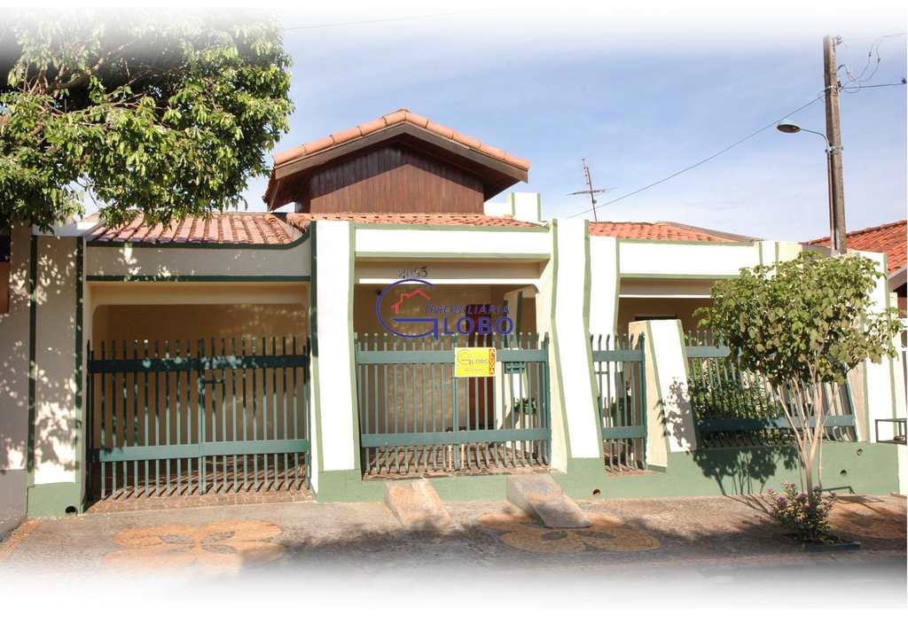 Casa em Jales, bairro Conjunto Habitacional Jardim Arapuã