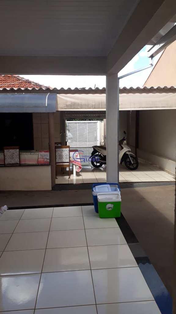 Casa em Urânia, no bairro Centro