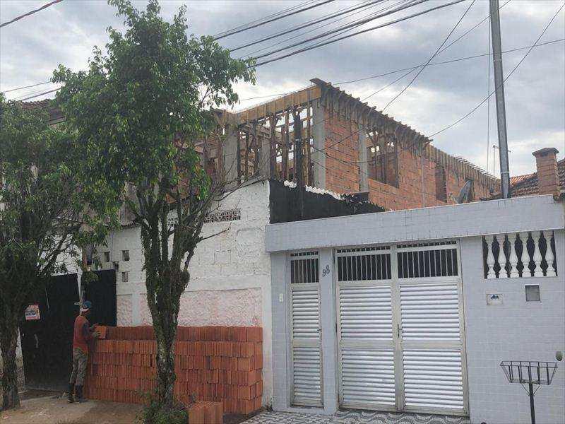Sobrado em São Vicente, no bairro Jardim Guassu
