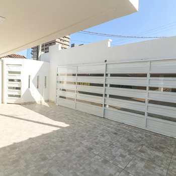 Casa em Praia Grande, bairro Imperador