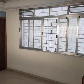 Apartamento em São Vicente, bairro Vila São Jorge
