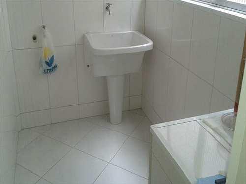 Apartamento, código 10084400 em São Vicente, bairro Vila Valença