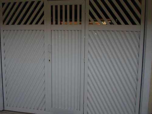 Sobrado, código 10082800 em São Vicente, bairro Vila Cascatinha