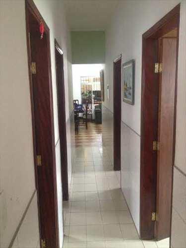 Casa, código 10080100 em São Vicente, bairro Vila Jockei Clube