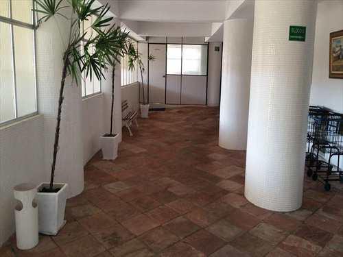 Apartamento, código 10077400 em São Vicente, bairro Itararé