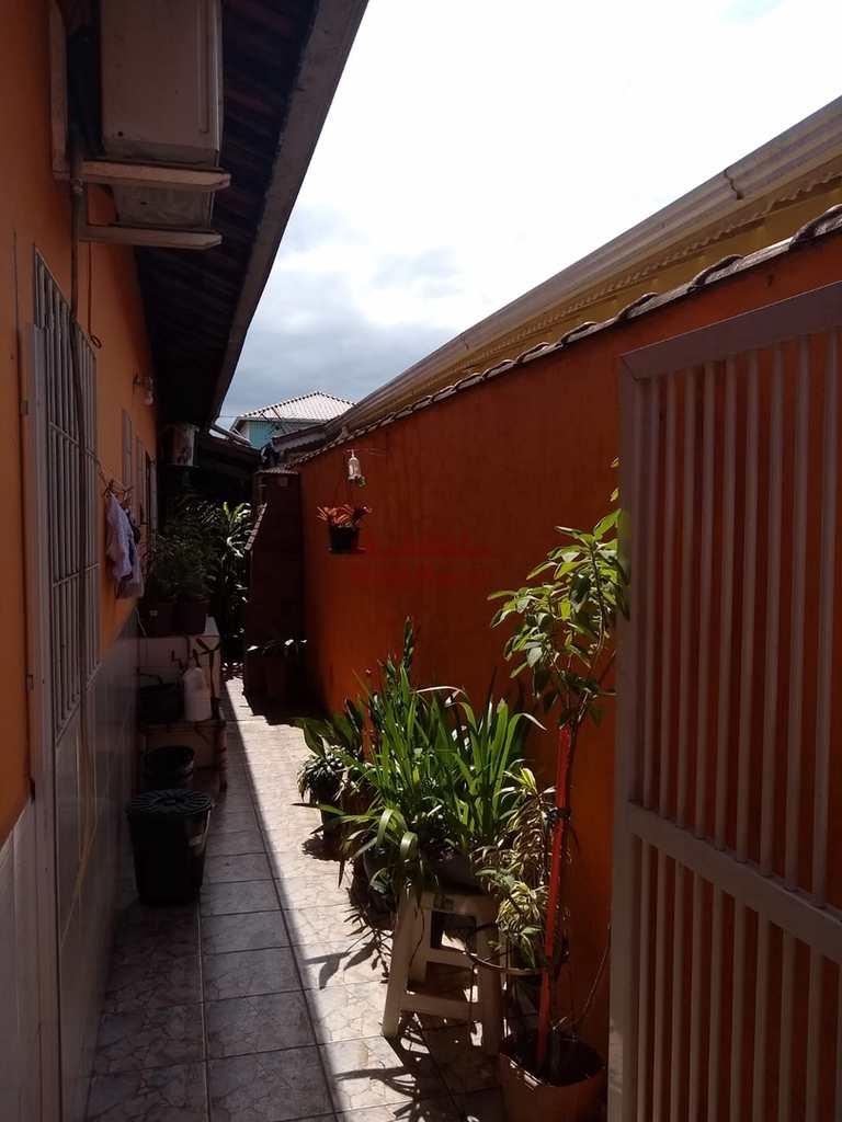 Casa em Praia Grande, no bairro Tupiry