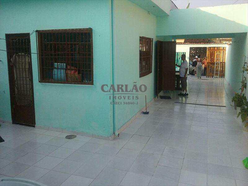Casa em Mongaguá, bairro Jardim Leonor