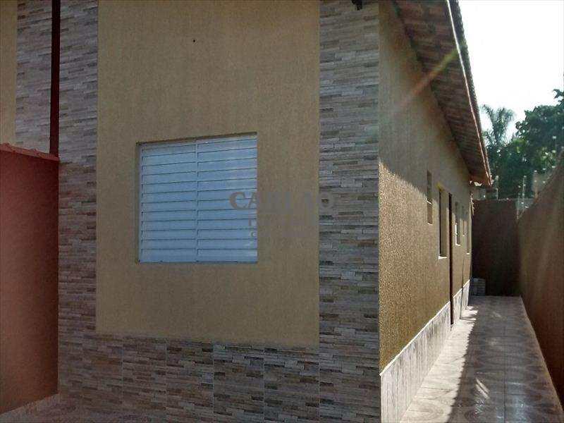 Casa em Mongaguá, no bairro Santana