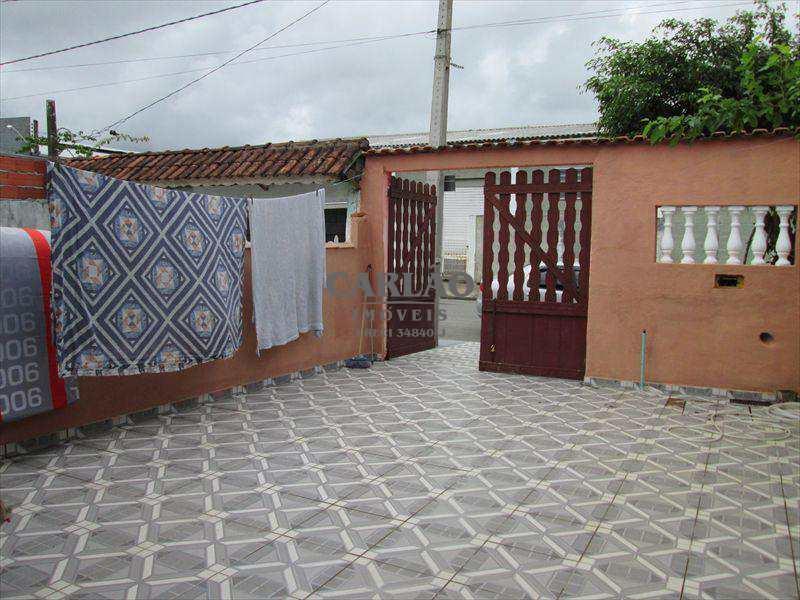 Casa em Mongaguá, bairro Jardim Santana