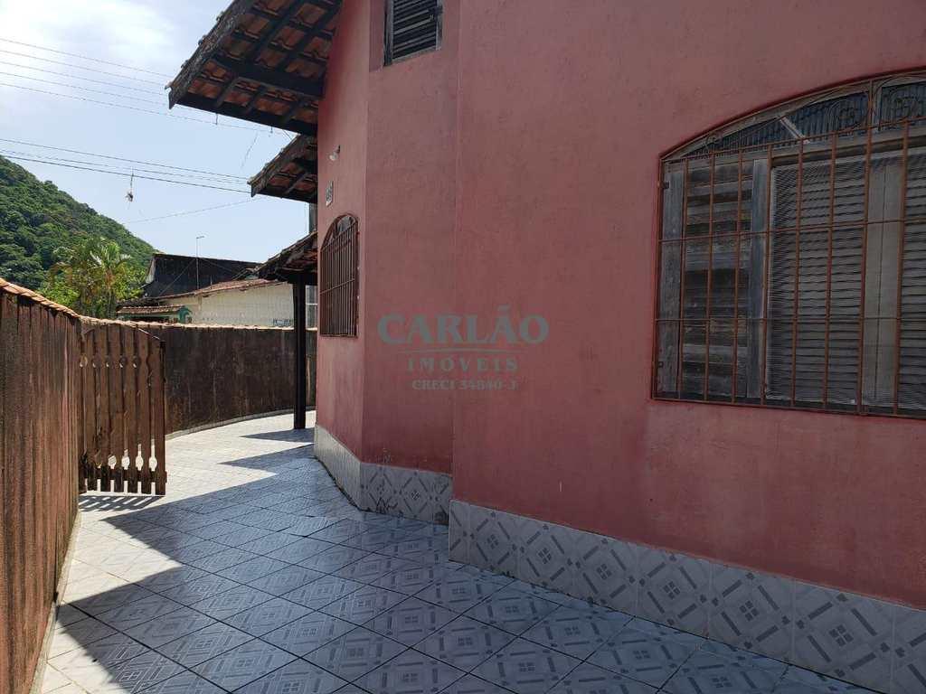 Casa em Mongaguá, no bairro Itaóca