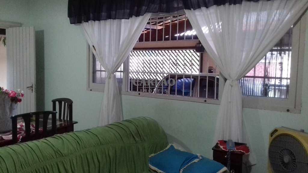 Casa em Mongaguá, no bairro Jardim Itapoan