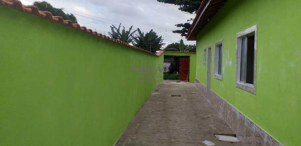 Casa em Mongaguá, no bairro Jardim Leonor