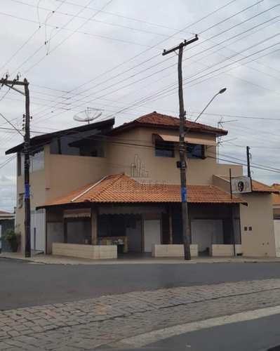 Sobrado, código 483000 em Jaboticabal, bairro Santa Luzia