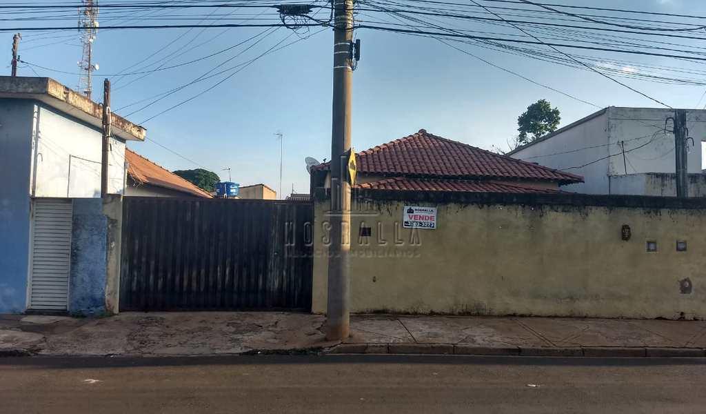 Casa em Jaboticabal, bairro Centro
