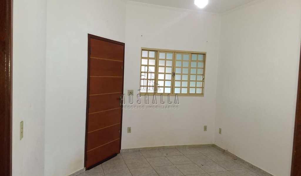Casa em Jaboticabal, bairro Jardim das Rosas