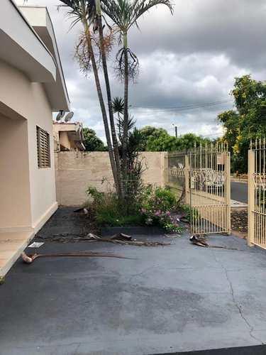 Casa, código 1722622 em Jaboticabal, bairro Jardim Brandi